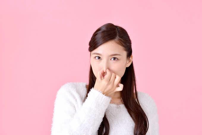 頭皮が臭う原因とは?臭いと薄毛の関係は?